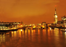 's nachts de Brug van Londen van de scherf Stock Afbeelding