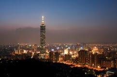 's nachts de Horizon van de Stad van Taipeh Stock Fotografie