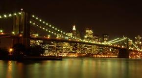 's nachts de horizon van Manhattan Royalty-vrije Stock Afbeeldingen
