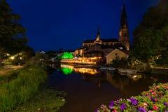 's nachts de Kathedraal van Uppsala Stock Fotografie