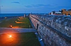 's nachts de muren van Cartagena Royalty-vrije Stock Afbeelding