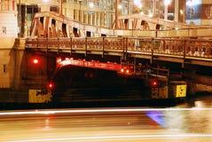 's nachts de rivier van Chicago Stock Afbeelding
