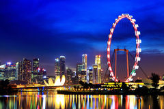 's nachts de stad van Singapore Royalty-vrije Stock Afbeeldingen