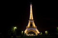 's nachts de toren van Eiffel Stock Foto