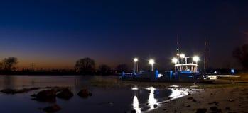 's nachts de veerboot-dienst Royalty-vrije Stock Afbeeldingen