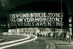 's nachts het Centrum van de de Baaibezoeker van Cardiff stock foto's