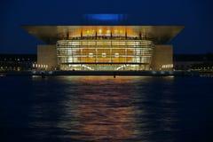 's nachts het Huis van de Opera van Kopenhagen Royalty-vrije Stock Foto