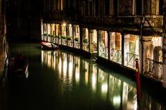 's nachts het kanaal van Venetië stock afbeeldingen