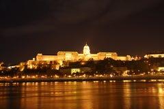's nachts het Kasteel van Buda (Boedapest, Hongarije) Stock Foto's