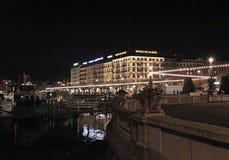 's nachts het meer van Genève zwitserland Royalty-vrije Stock Foto's