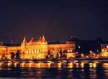 's nachts het Parlement van Boedapest Stock Foto