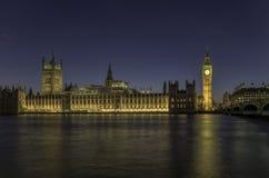 's nachts het Parlement van Londen Stock Afbeelding