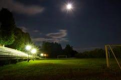 's nachts het stadion van het voetbal Stock Afbeeldingen