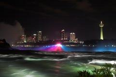 's nachts Niagara Falls Stock Foto's