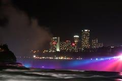 's nachts Niagara Falls stock afbeeldingen