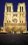 's nachts Notre Dame Stock Afbeeldingen