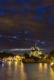 's nachts Notre Dame de Paris Stock Foto