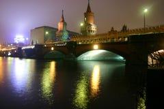 's nachts Oberbaumbrücke Royalty-vrije Stock Foto's