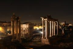 's nachts Rome Beroemde gebouwen van Rome in één beeld stock afbeelding