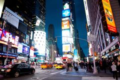 's nachts Times Square Stock Foto's