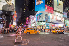 's nachts Times Square stock afbeeldingen