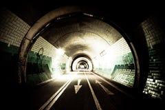 's nachts tunnel royalty-vrije stock foto
