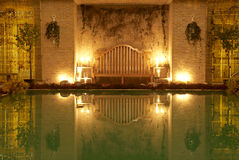 's nachts zwembad Stock Afbeeldingen