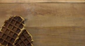 Słodcy gofry na drewnianym biurku Zdjęcie Stock