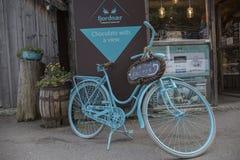 Słodkiej czekolady dom z rowerem Zdjęcie Stock
