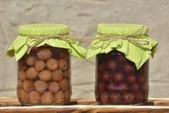 Słoje z fruity kompotami owoc konserwowali Obrazy Stock