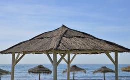 Słomiani cieni parasole Obraz Royalty Free