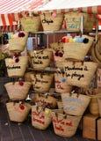 Słomiany torba sklep na ulicie zdjęcia stock