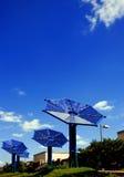 Słoneczna bateria na miasta tle obrazy stock