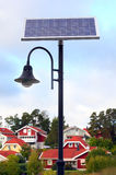 Słoneczne zasilane latarnie uliczne Zdjęcia Royalty Free