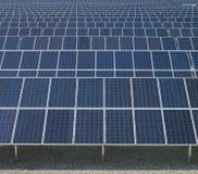 słoneczni energetyczni nowi panel Zdjęcia Royalty Free