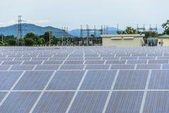 Słoneczni gospodarstwo rolne panel Obrazy Stock