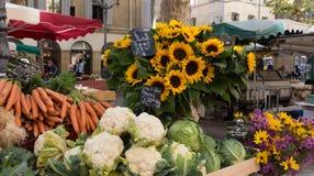 Słoneczniki i warzywa w rynku Obraz Royalty Free