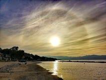Słoneczny halo z whispy chmurami zdjęcie royalty free
