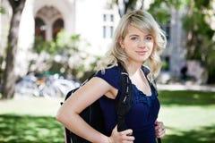 söt högskolaflicka Arkivfoto