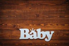 Słowa dziecko na brown drewnianym stole Obrazy Stock