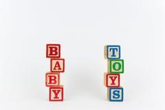 Słowa dziecko w Drewnianych Children blokach i zabawka Zdjęcia Royalty Free