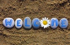 Słowa powitania czary out od kamieni i kwiatu Fotografia Stock
