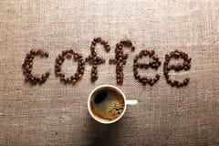Słowo kawa od kawowych fasoli Obrazy Royalty Free