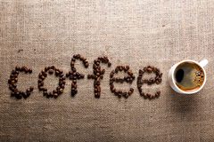 Słowo kawa od kawowych fasoli Fotografia Royalty Free