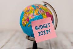 S?owo pisze teksta bud?eta 2019 pytaniu Biznesowy pojęcie dla kosztorysu dochód i wydatek dla przyszły rok równiny notatki obrazy royalty free