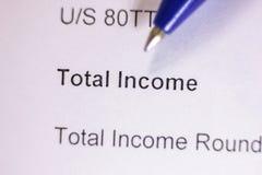 Słowo sumaryczny dochód na papierze Zdjęcia Stock