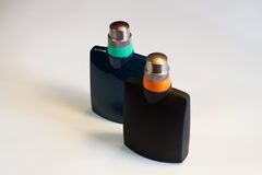 ` S, perfume de los hombres del ` s de las mujeres en el fondo blanco Imagenes de archivo