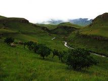 ` S River Valley, parc national de débroussailleur de Drakensberg d'uKhahlamba Photo stock
