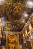 S Roque Church Lissabon, Portugal - ceilling och huvudsakligt altare Arkivbilder