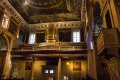 S Roque Church Lissabon, Portugal - kören och organet Arkivfoton